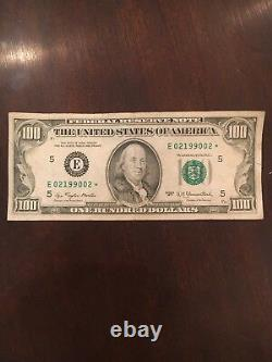 1977 Federal Reserve Star Note One Hundred Dollar Bill. 100 $ (100 $ )