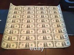 Feuille De 32 Bons D'un Dollar Américains Non Coupés Série De 1 $ 2001 Devise (#3)